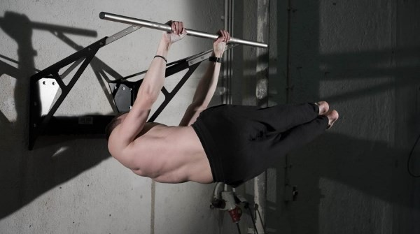 Best 10 Pull-Up Bar Exercises To Train Your Abs